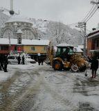 Beldemizin tüm Mahallelerin'de iş Makinalarımızla ve personellerimizle karla mücadelemiz gece gündüz aralıksız devam ediyor.